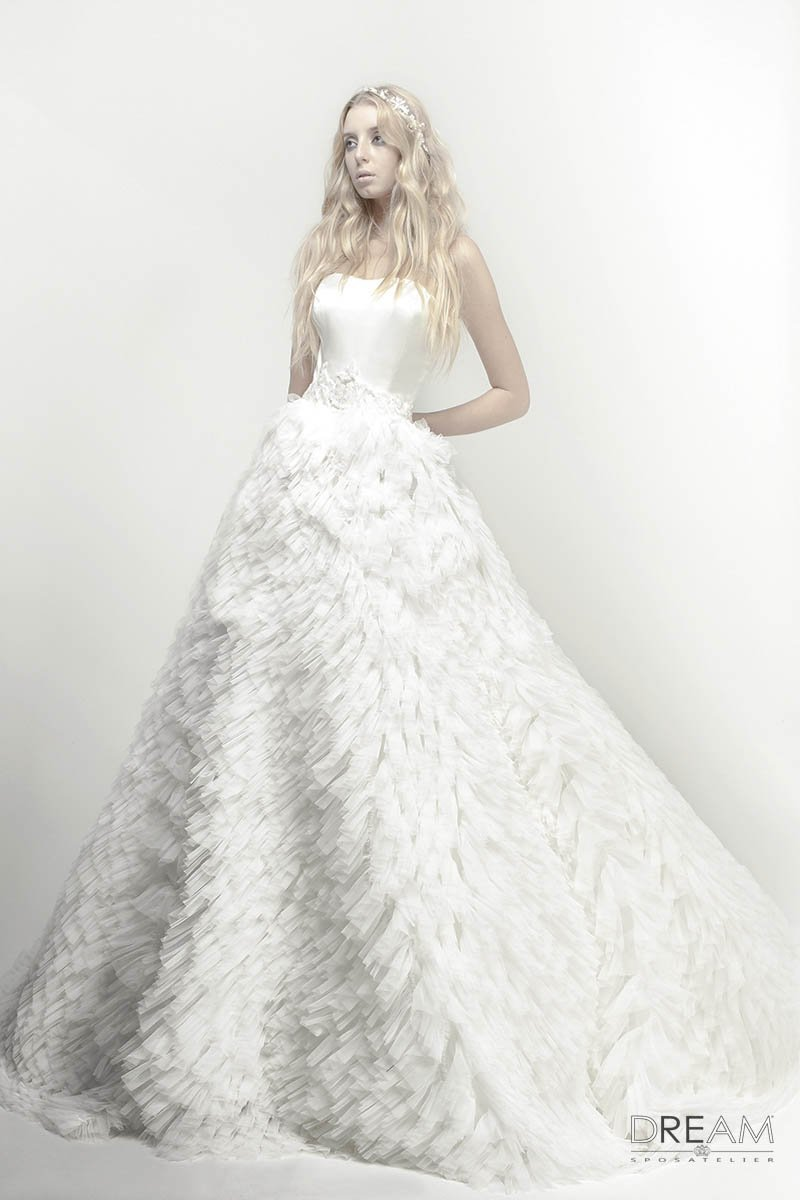 abito da sposa in tulle e raso